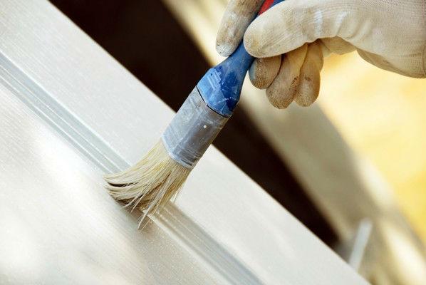 Pintar portas de madeira com rolo ou pincel: Qual o melhor